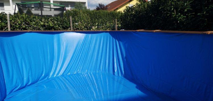 Folien wir im Pool verlegt
